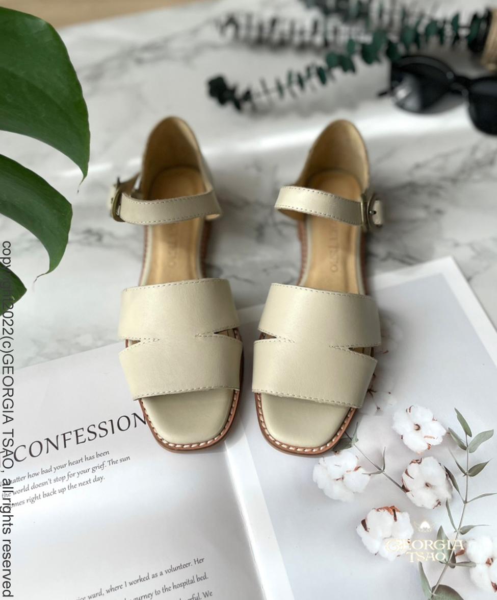 GT全真皮瞇瞇眼平底涼鞋